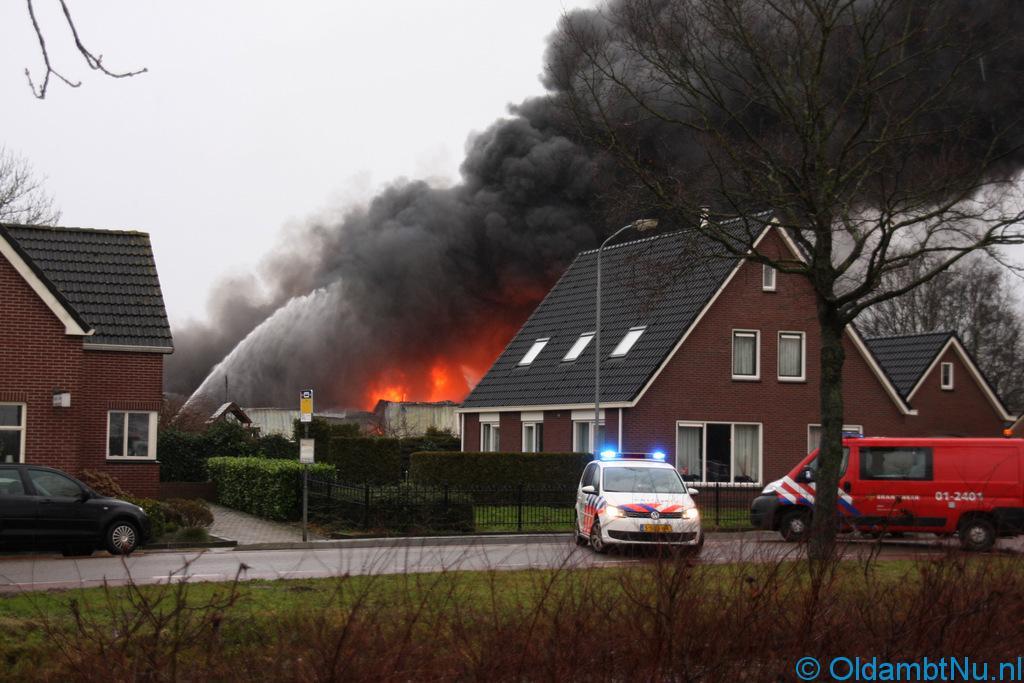 Photo of Regio: Grote brand legt loods in de as in Nieuwe Pekela