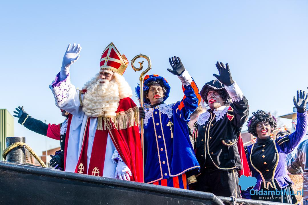 Photo of Toch Sinterklaas(?): Sint komt naar de kinderen in Winschoten