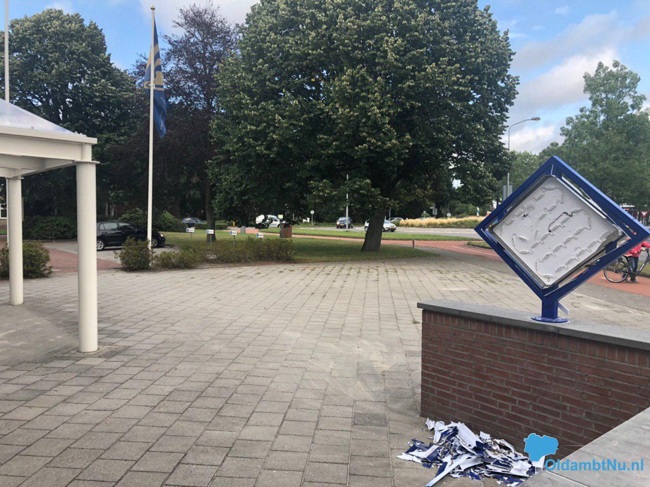 Politie zoekt vandalist na vernieling bij politiebureau