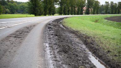 Photo of Vrachtwagen ploegt berm om bij de Gereweg