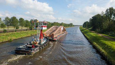 Photo of Ponton met 42 meter lang brugdeel Blauwe Loper trekt bekijks (video)