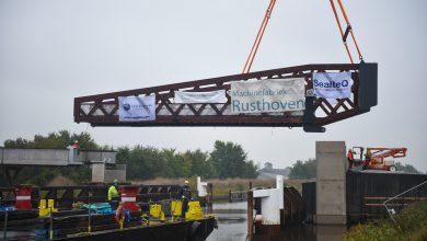 Photo of Beweegbare brugdeel voor Blauwe Loper ligt op zijn plek