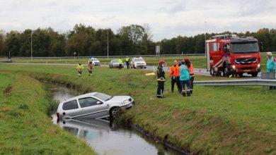 Photo of Auto belandt in sloot bij Zuidbroek; bestuurder spoorloos