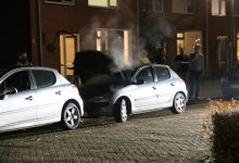 Photo of Eigenaar blust autobrand met emmers water