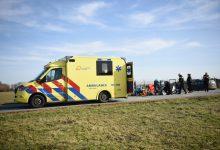 Photo of Gewonde bij ernstig ongeluk Oostwold; hulpverlener wordt aangereden
