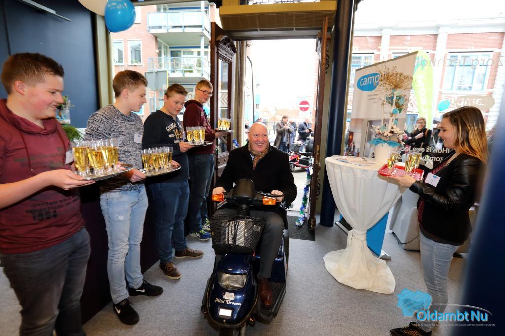 Photo of Burgemeester Pieter Smit opent feestelijk het ZorgThuis Winschoten